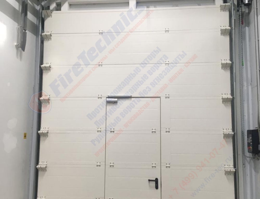 Sectional fire gate EI60 with wicket
